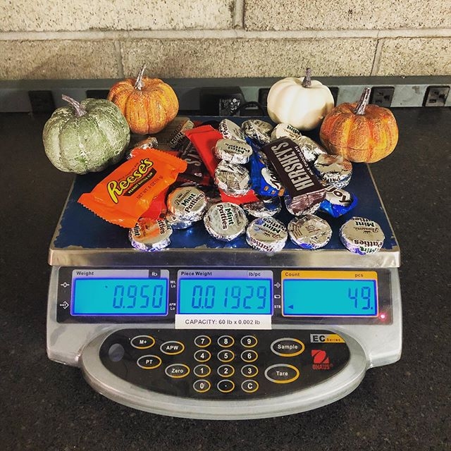 🎃 🍬 Need to rent a scale to take inventory? We offer rentals of several different scales, counting scales being one of them.  It may not count your sugar intake but It'll tell you how many  pieces you have 🍬 🎃