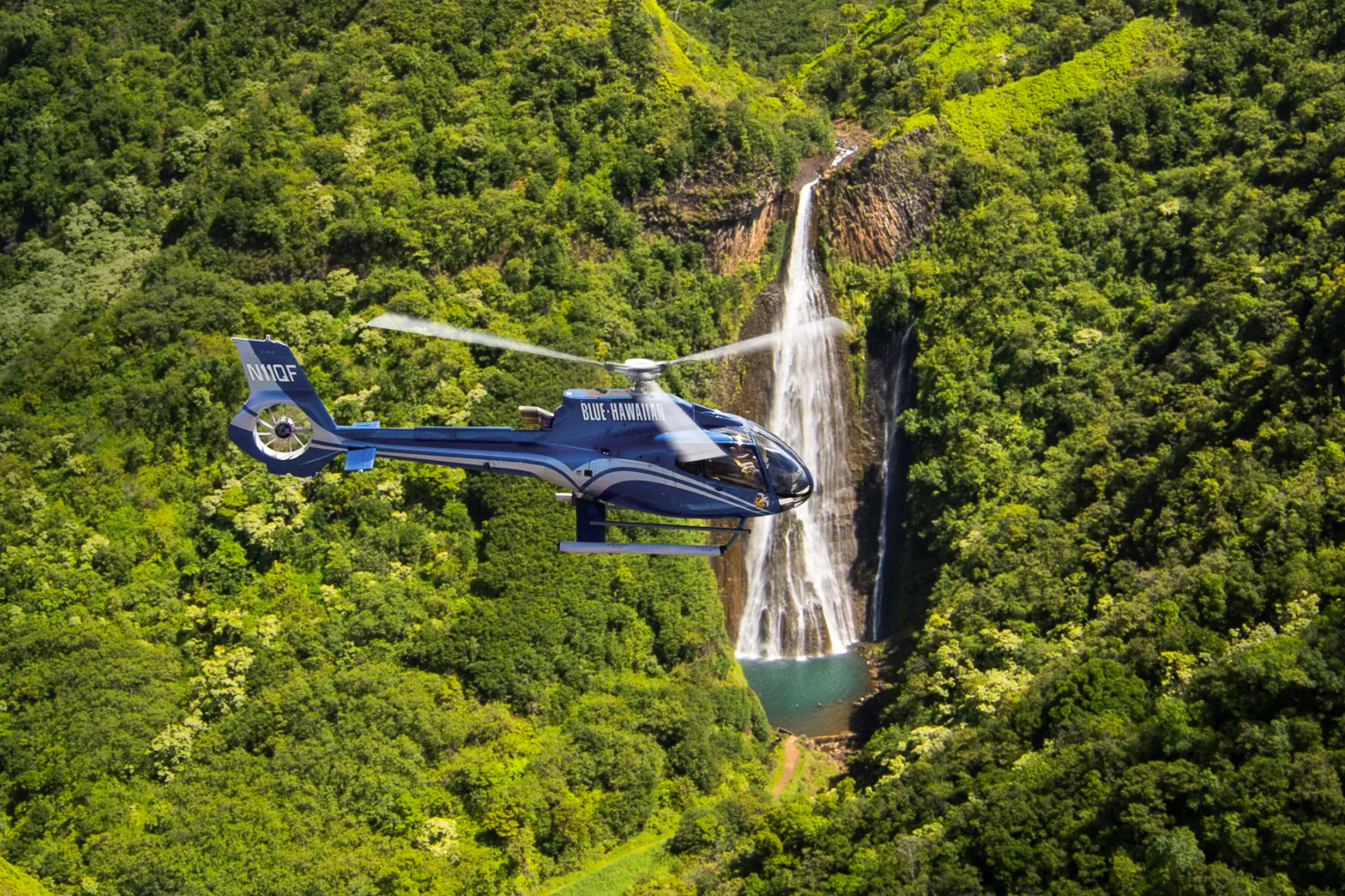 HELICOPTER - TOUR VIDEOThe island of Kauai offers an amazing number of attractions that can only be seen from a helicopter. Much of Kauai's north shore is so inaccessible that no road leads there. Hop on a helicopter or sea plane and discover the spectacular Na Pali Coast, also known as the