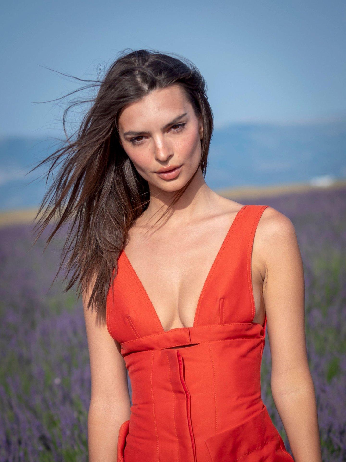 Emily Ratajkowski - Jacquemus Spring_Summer 2020 Show in Valensole