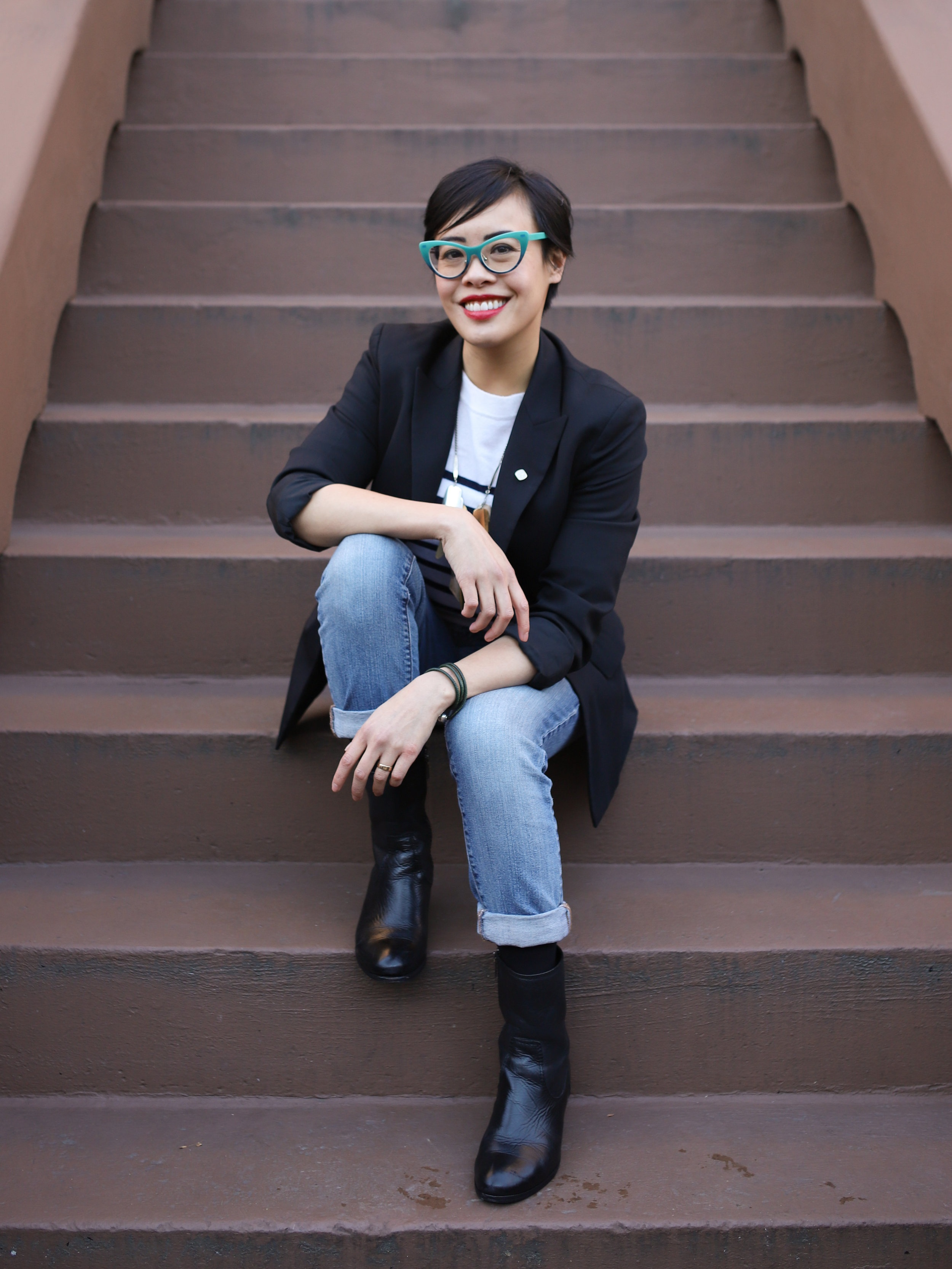 Hi, I'm Rhea. - I help nonprofits and social impact businesses identify their obstacles, simplify their vision and innovate with fresh new ideas.