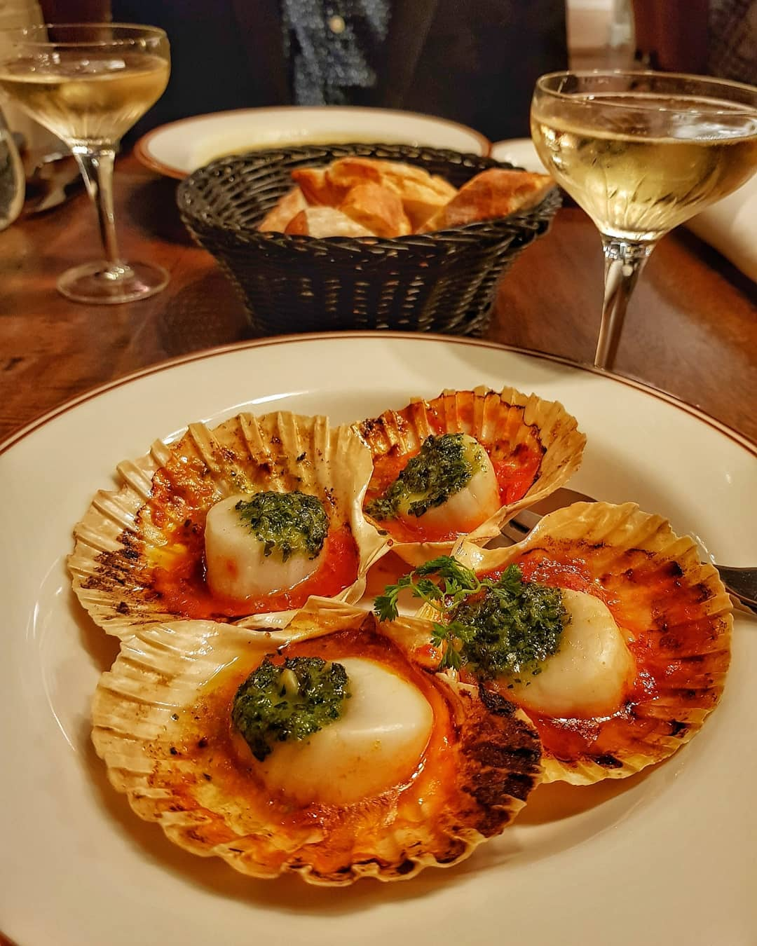 Image Credit: DiscoverBrisbane Instagram. Scallops from La Cache a Vin.