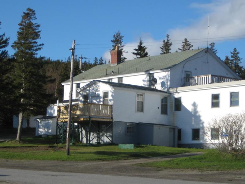 Bonne-bay-cottage-hospital-in-2010.jpg