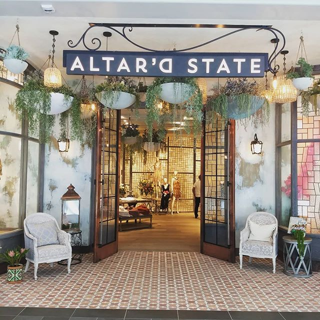 New socially conscious clothing boutique @altardstate now open @thewestchester 👯 With a mission to give back globally and locally to those who need it most, they are helping creat a space where shopping can impact more then just your closet 🌍  Not to mention the store itself is gorgeous✨ Stand out for good ✨  #wellwestchester #howyoushopmatters #sociallyconscious #votewithyourdollar #westchesterny #shopwestchester #shopsustainable #ethicalfashion #giveback #standoutforgood