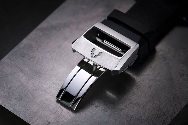 Minase's buckles are all bear the brand's logo, a drill head. Kyowa (the parent company of Minase) was first and foremost a tool maker, specializing in step drills and working for some of the bigger watch brands in the world. The drill head pays tribute to Minase's origin.