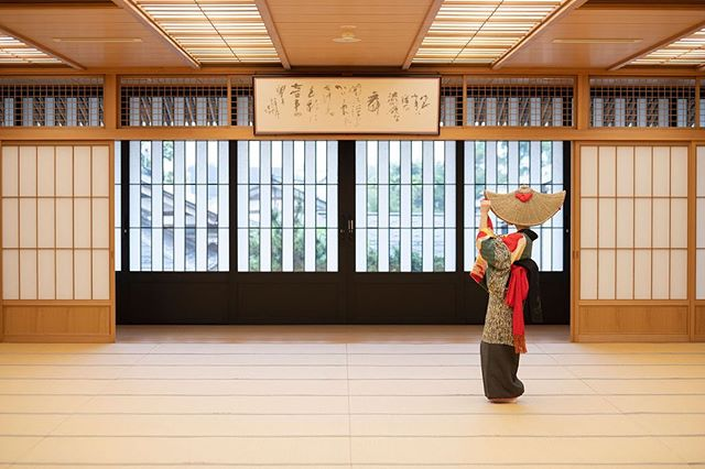 A Bon-odori dancer pictured in the rehearsal hall in Yuzawa. Every year in August, people gather in the streets to meet and dance with the spirits of their ancestors. This tradition began more than 700 years ago in the hope of good harvest. ➡️Read more about the traditions of Minase's hometown in this month's newsletter, link in bio !
