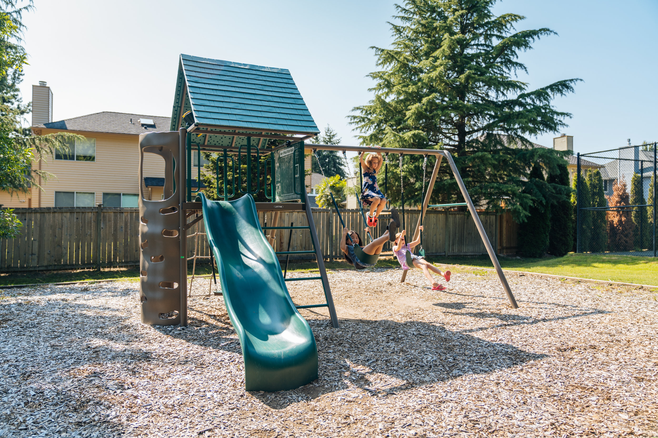 Vibrant COMMUNITY - Summerwind boasts 3 private parks where adults and kids alike meet up to climb on the play structures, enjoy shaded picnic tables or shoot some hoops. There are also paved sidewalks throughout the neighborhood.