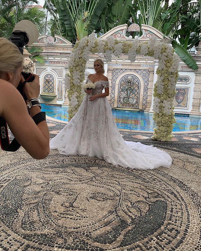 The sweetest behind the scene snaps of our gorgeous #bride @agaga25 and #groom Darek, and their adorable family 💕 Thank you so much for having us be part of your special day @theversacemansion Congratulations Mr & Mrs Wojdyga 👰🏼💍🎉All of our love❤️ . . . . . . #destinationwedding #miamiwedding #luxurywedding #peacockpremierevents #weddingplanner #wedding #weddingplanning #miamibeach #versace