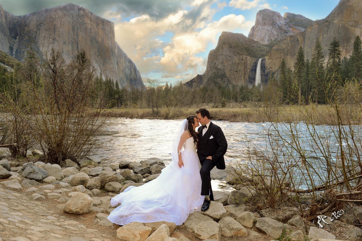 RK Green Studios Yosemite Valley Floor Bride and Groom 8.jpg