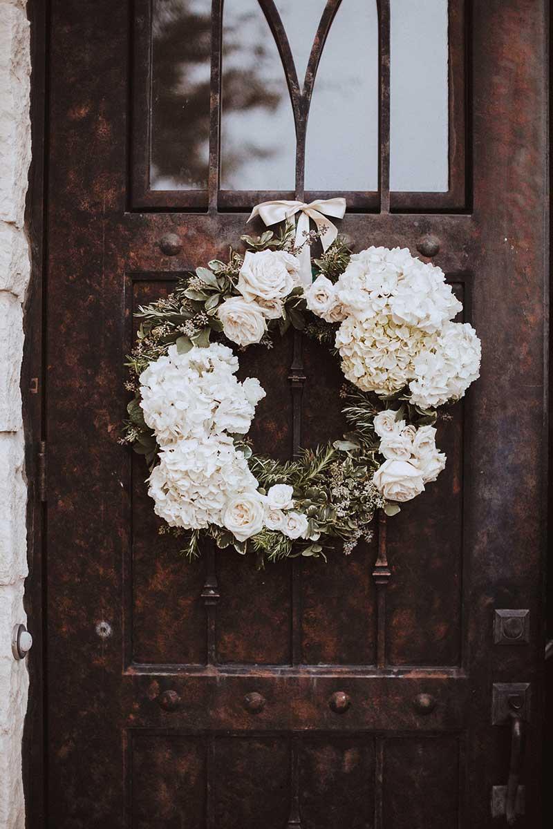 02-double-portrait-lanson-b-jones-and-co-floral-and-events-houston-texas-wedding-florist-briscoe-manor-white-green-wedding.jpg