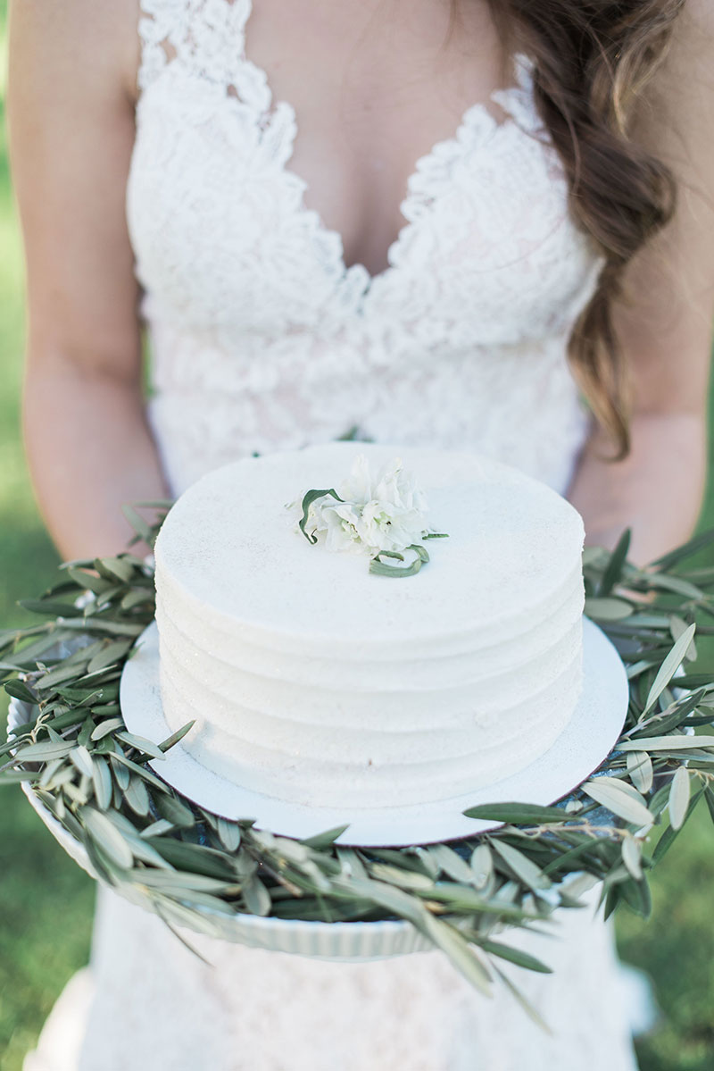 8-portrait-double-pair-lanson-b-jones-floral-and-events-houston-texas-wedding-florist-white-and-green-olive-leaf-cake-design.jpg