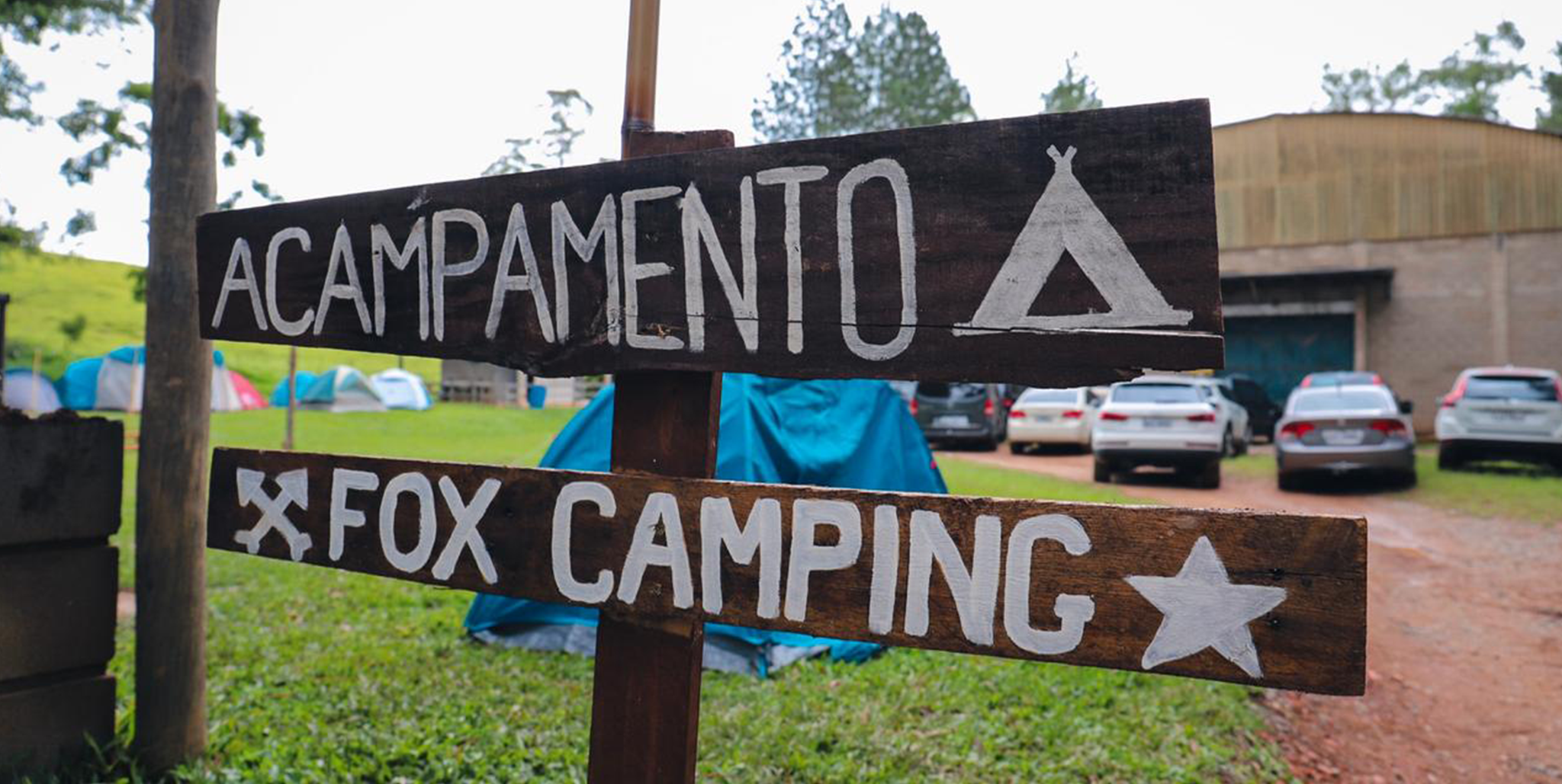Fox Camping - Cientes da atual rotina dos pais e do uso excessivo da tecnologia pelas crianças, montamos um acampamento voltado ao convívio entre pais e filhos. O Fox Camping é o acampamento da família que motiva, a cada edição, a criação de experiências inesquecíveis e vivencias únicas.