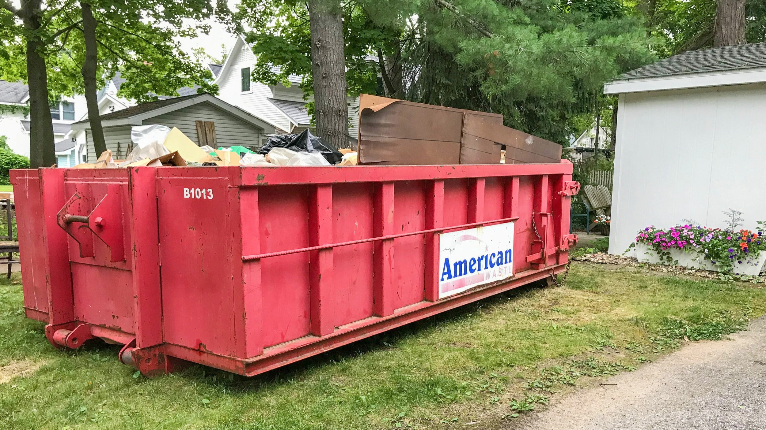 Overfull 10-Yard—Do Not Fill Over Top of Container