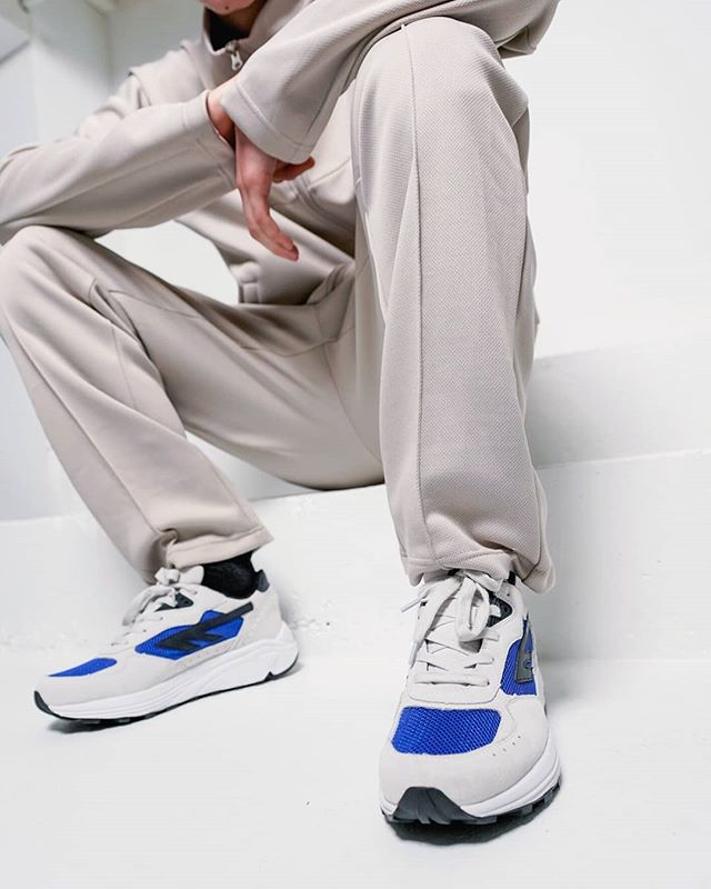 HTS74 SILVER SHADOW RGS in offwhite / blue / black. Both shoes and suit are available at www.hts74.com