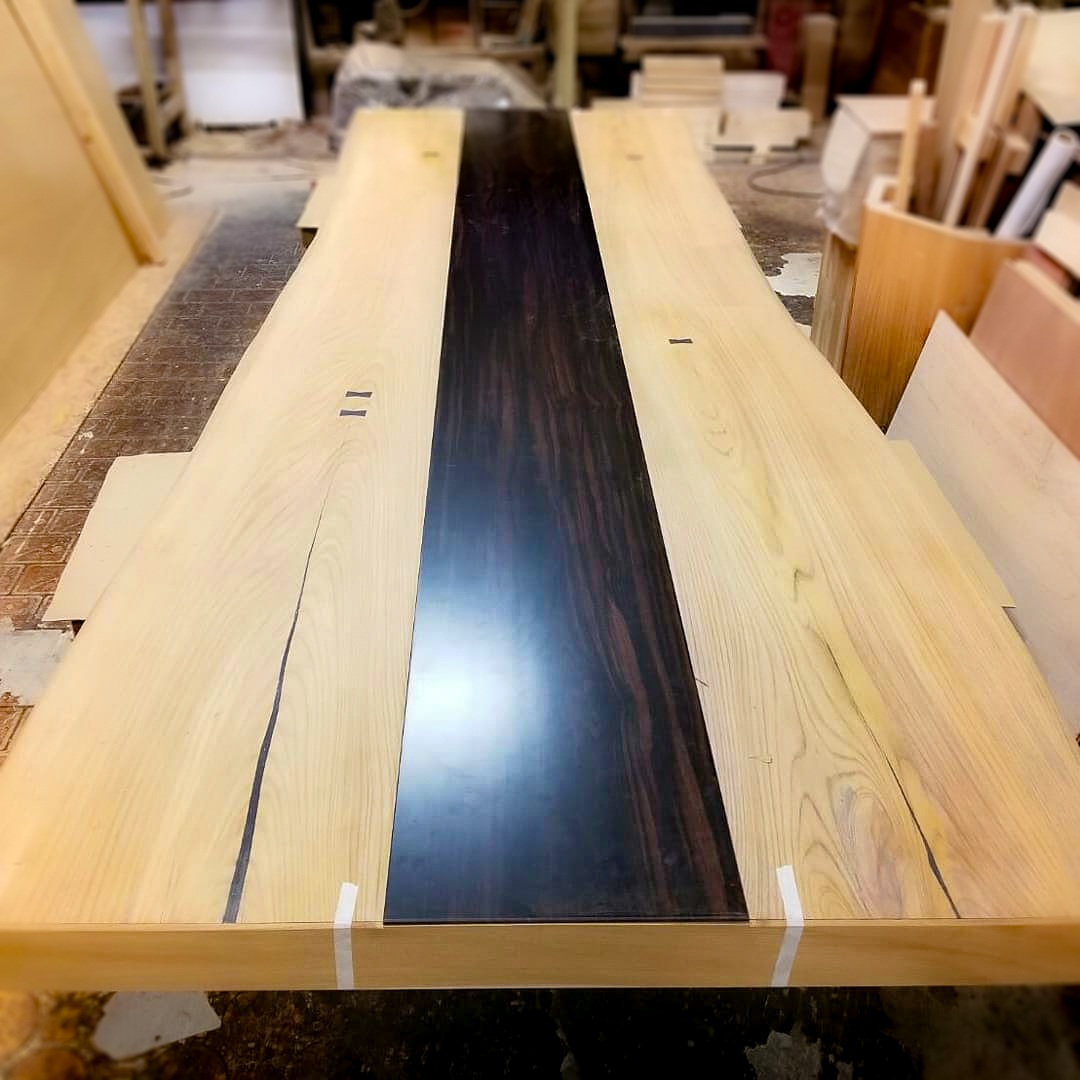ケヤキと黒檀の無垢材のテーブル(500×100×1300)