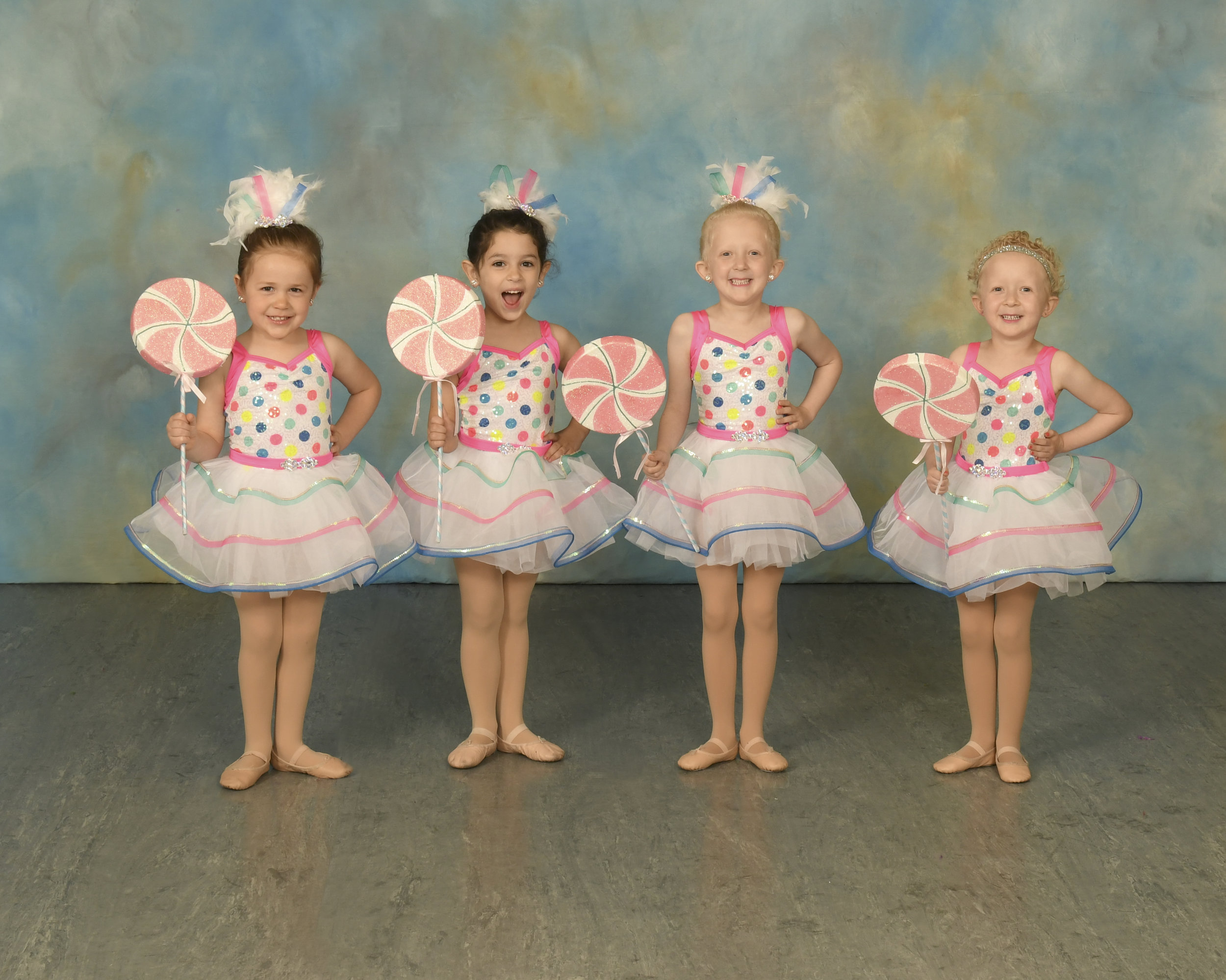 3 year old ballet dance class with lollipops
