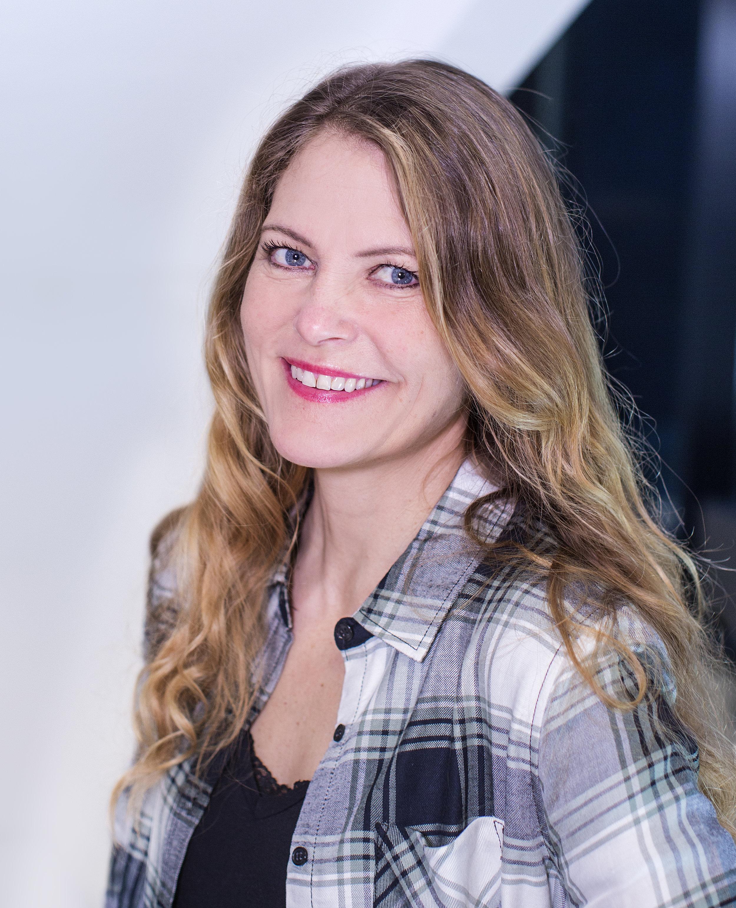 - Margrethe Sønneland er stipendiat i Lesevitenskap ved Lesesenteret, Universitetet i Stavanger. Doktorgradsavhandlingen hennes undersøker ungdomsskoleelevers deltakelse i litterære gruppesamtaler om vanskelige tekster. Margrethe har ledet arbeidet med arbeidspakken Norskfaglige praksiser i Språkløyper og er med i programområdet Muntlighet og dialog i skolen ved UiS. Hun har tidligere undervist i norsk og engelsk i videregående skole.