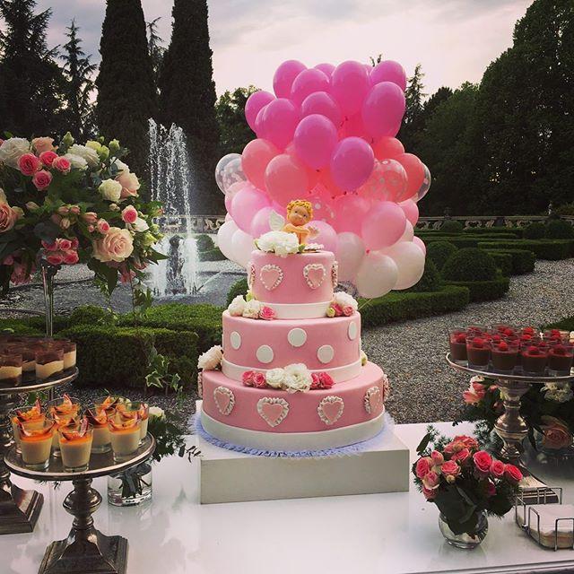 Il momento più dolce !!🎂🎂🎂 @rusconicatering  @villa_subaglio  @grilli_per_la_festa . . #primacomunione #eventi #villa #villasubaglio #merate #brianza #cake #cakedesign #ildolce #party #catering #location