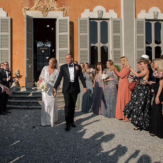 Ester e Jonathan ❤️ iniziano i festeggiamenti in Villa Subaglio  @moumouphotography @newteambanqueting @corsini.events_group . . #ritocivile #merate #wedding #location #villasubaglio #wedding #marriage #sposi #sposarsi #felicità #emozioni #love #maritoemoglie #weddingday #weddingparty