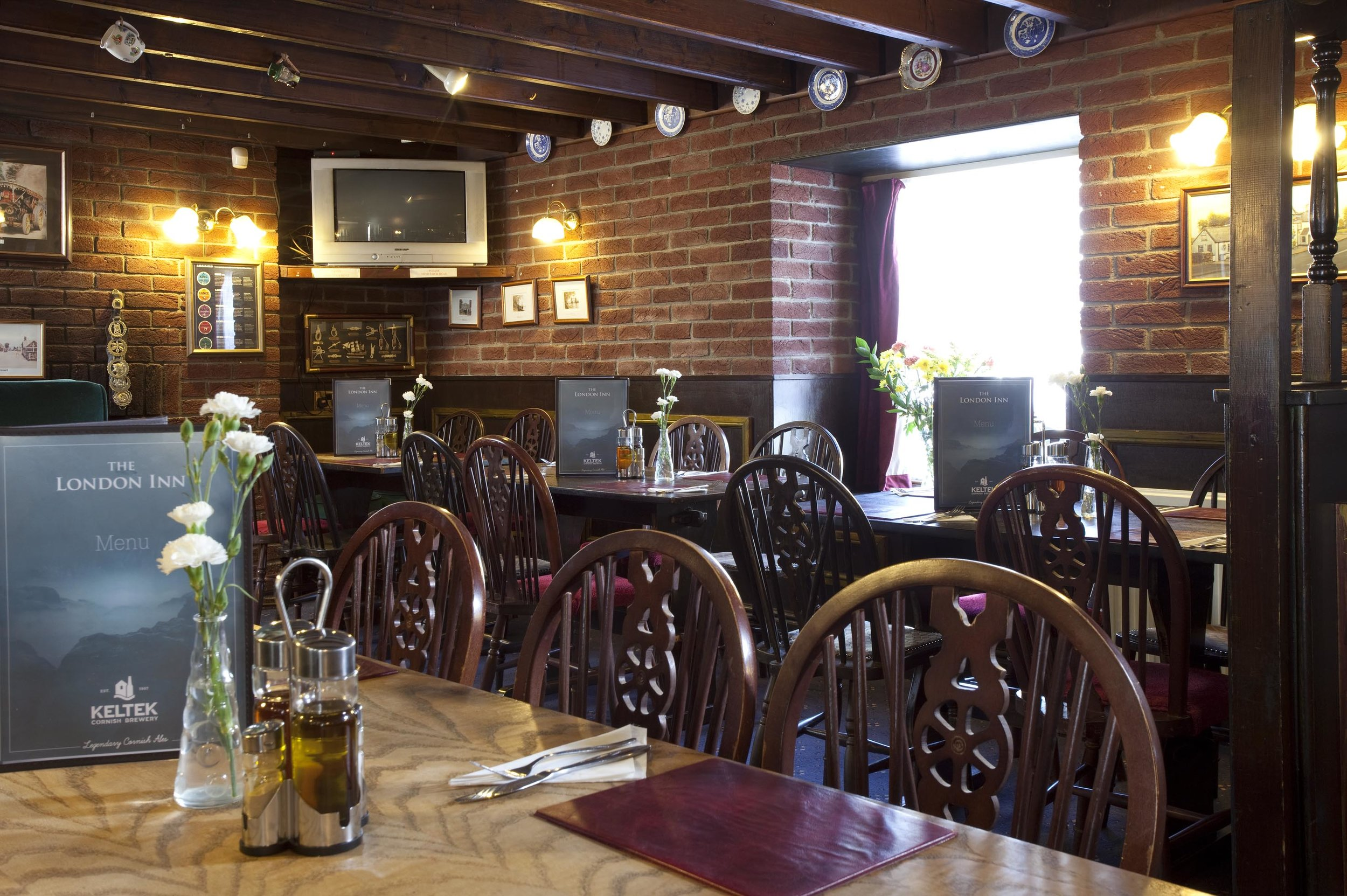 The London Inn, Summercourt - The furthest East of the Keltek pubs, just a minute or so off the main A30 trunk road and accessible when travelling in either direction. The London Inn is cosy and welcoming inside with a large car park.