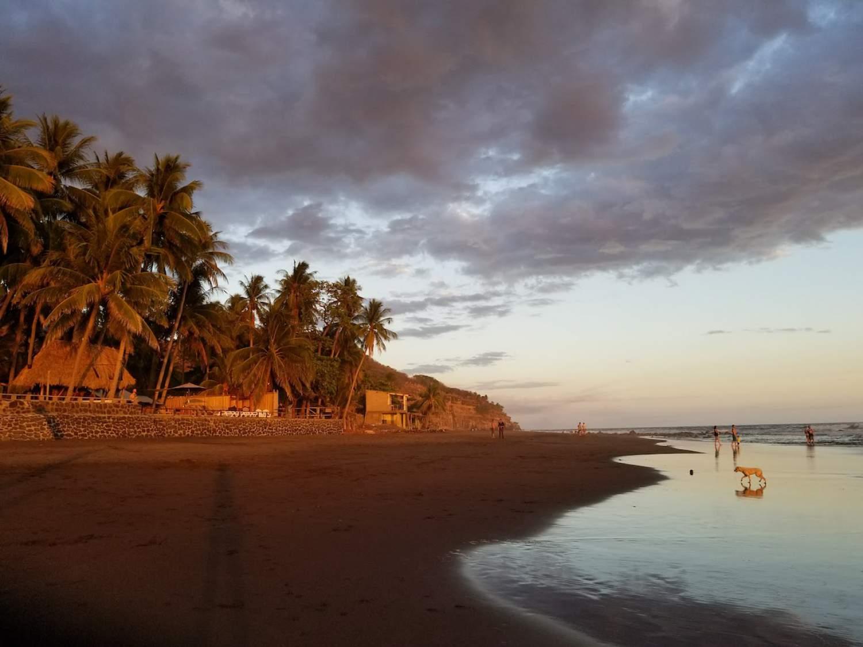 beach-el-zonte-eldorado-surf-resort-el-salvador.jpg