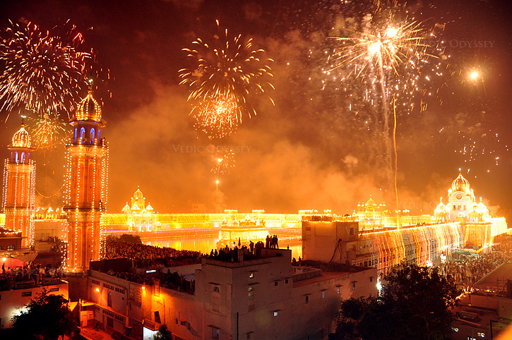 FANTASTIC -- golden-temple-diwali.jpg