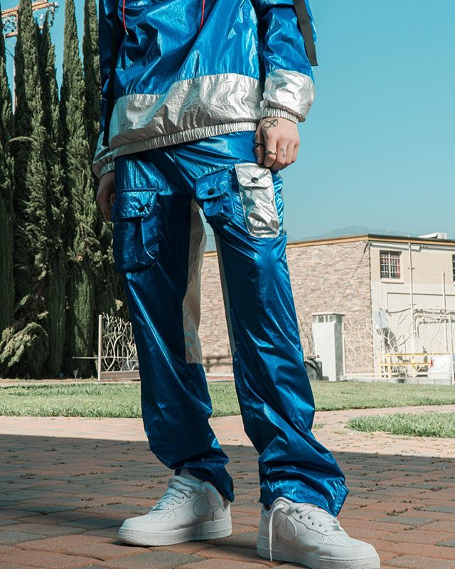 🚨 New Release 🚨 Metallic Blue / Skylab Velcro Pants Available Now on Webstore  #BLANKSTATEUSA . . . . #mensootd #bestofstreetstyle #velcropants #falltrends #losangeles #mensfashionstyle #hypedfits #hypedhaven #mensoutfit #hypebeaststyle  #mondayblues