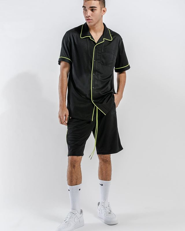 Blank State #ootd S/S Team Shirt / Snap Button Gym Shorts Shop the looks on webstore (Link in bio) ————————- ————————- #BLANKSTATEUSA #keepitblank #losangeles #neon #neongreen #bestoftheday #bestofstreetstyle #hypedfits #highsnobietystyle #wdywtgrid #mensootd #streetweartrends #mensfashiondaily #instafashion