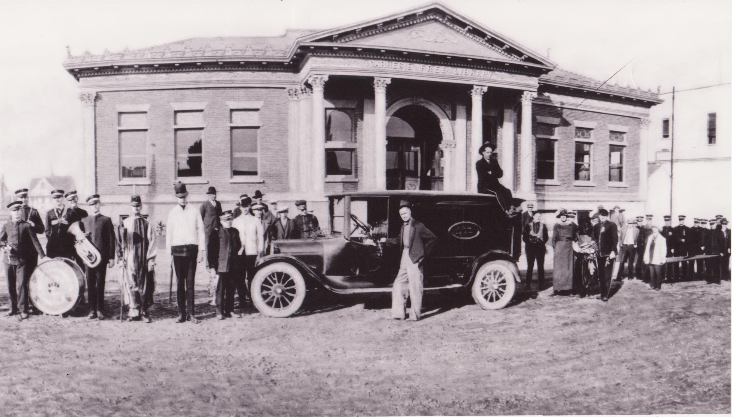 The Carnegie Library in 1904.