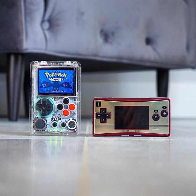 Size comparison between the 1UP Pi-Boy micro and the GameBoy micro Famicom Edition 👀 - Massive thanks to everyone, we've just reached 9000 followers!! 🧡 I'll aim to get back to everyone's emails and messages today for those waiting! 👾 ——————————————————— Follow @gbzmods —————————————— www.gbzmods.com/shop