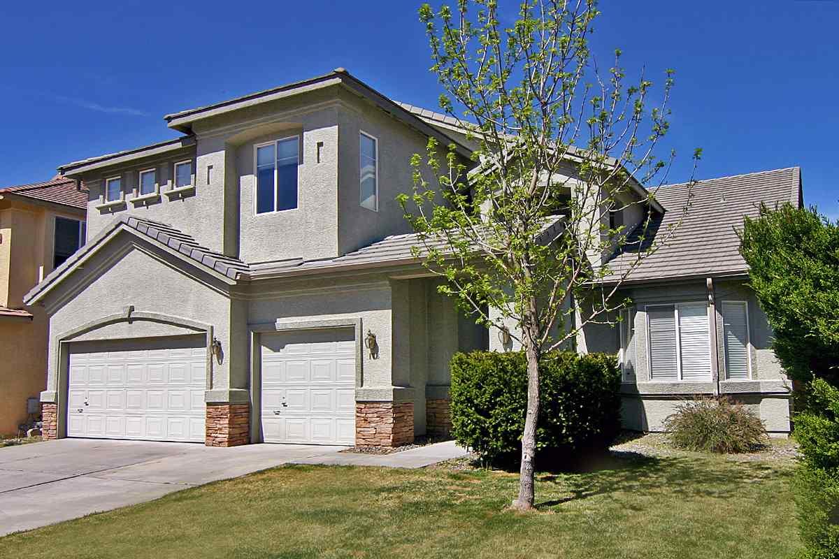 178 River Front Drive, Reno, NV  4 Bed | 4.5 Bath | 3,258 sqft | $589,900 775.848.9115 | Carol Philips