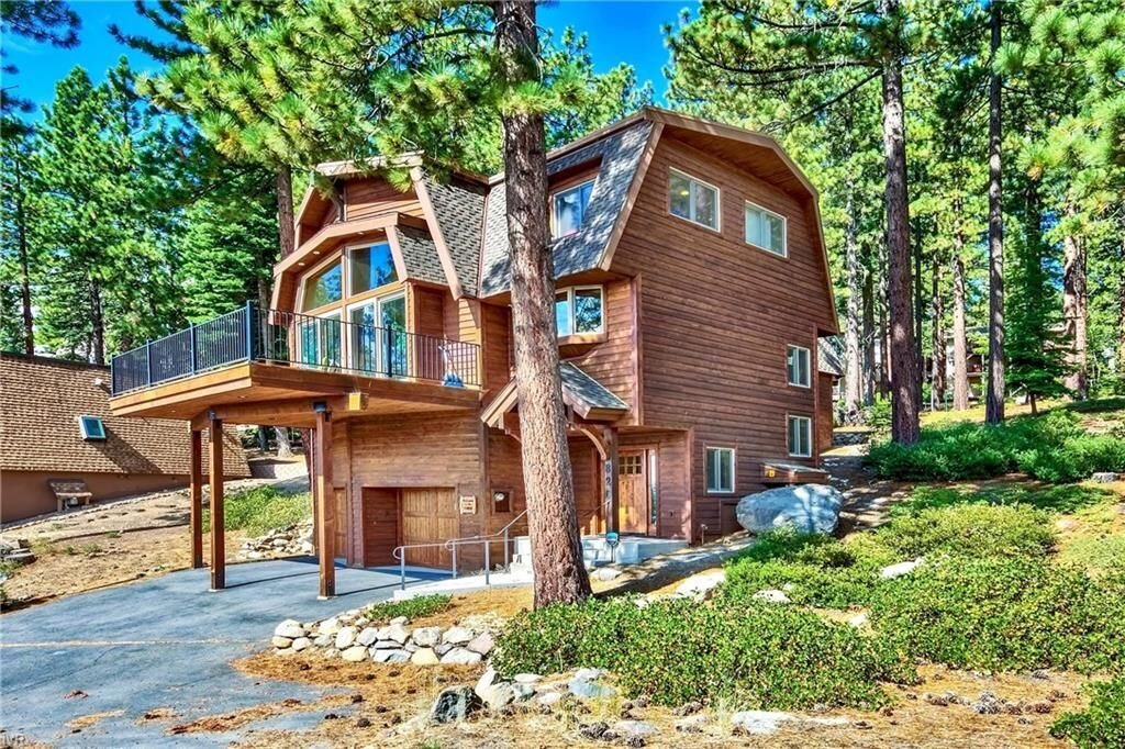 826 Jennifer Street, Incline Village, NV  3 Bed | 2 Bath | 2,611 sqft | $1,495,000 Mary Kleingartner | 206.604.1200