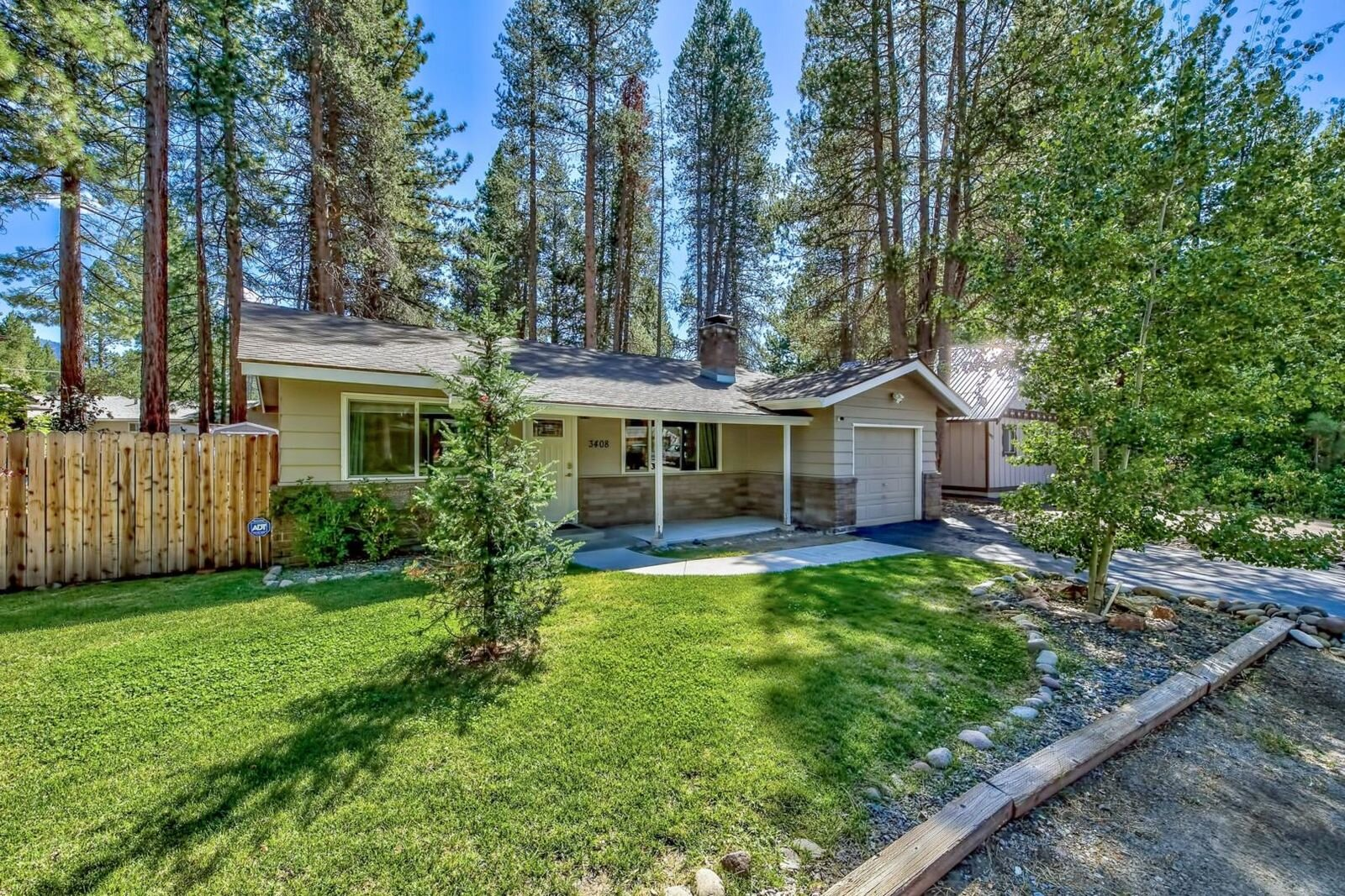 3408 Janet Drive, South Lake Tahoe, CA  2 Bed | 2 Bath | 1,056 sqft | $389,000 Lorie Chapman | 530.957.2126