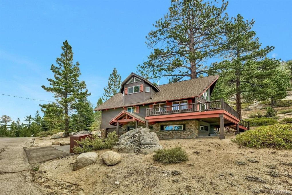 4034 Saddle Road, South Lake Tahoe, CA  3 Bed | 2 Bath | 1,989 sqft | $815,000 Anja Buchholz | 530.318.4179
