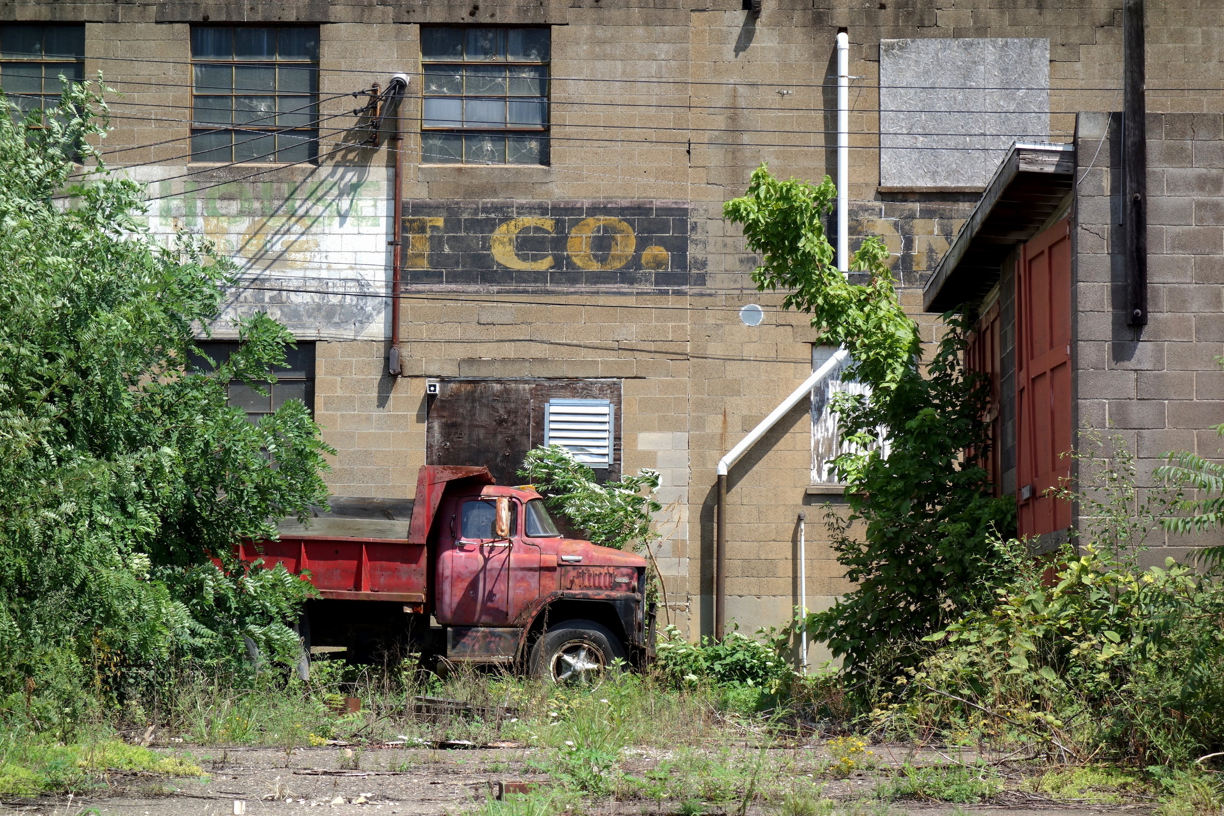 Figure 10. Abandoned facilities of Penn Construction Company, Wheeling, 2016. Photograph by Joseph Heathcott.