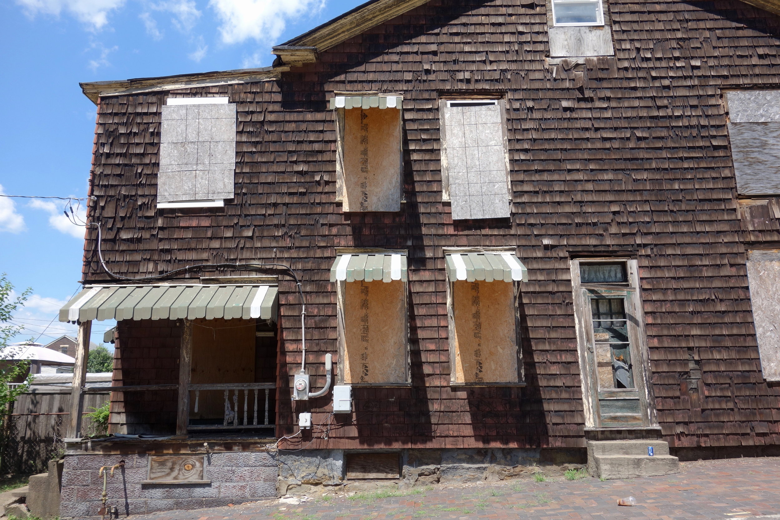Figure 16. Boarded up house on 28th Street in South Wheeling, 2016. Photograph by Joseph Heathcott.