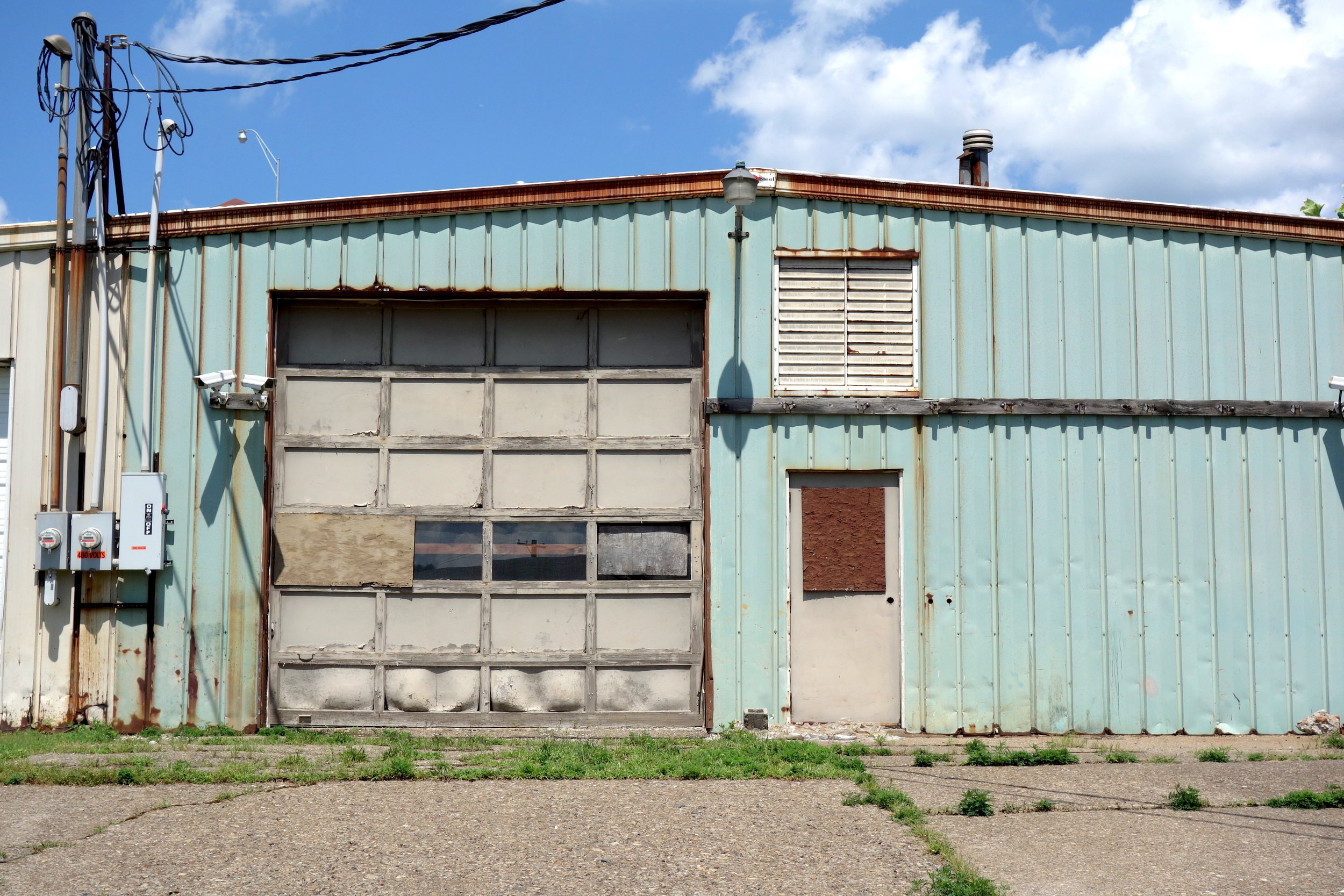 Fig. 20. Vacant workshop near the old barge port on the Ohio River, Wheeling, 2016. Photograph by Joseph Heathcott.