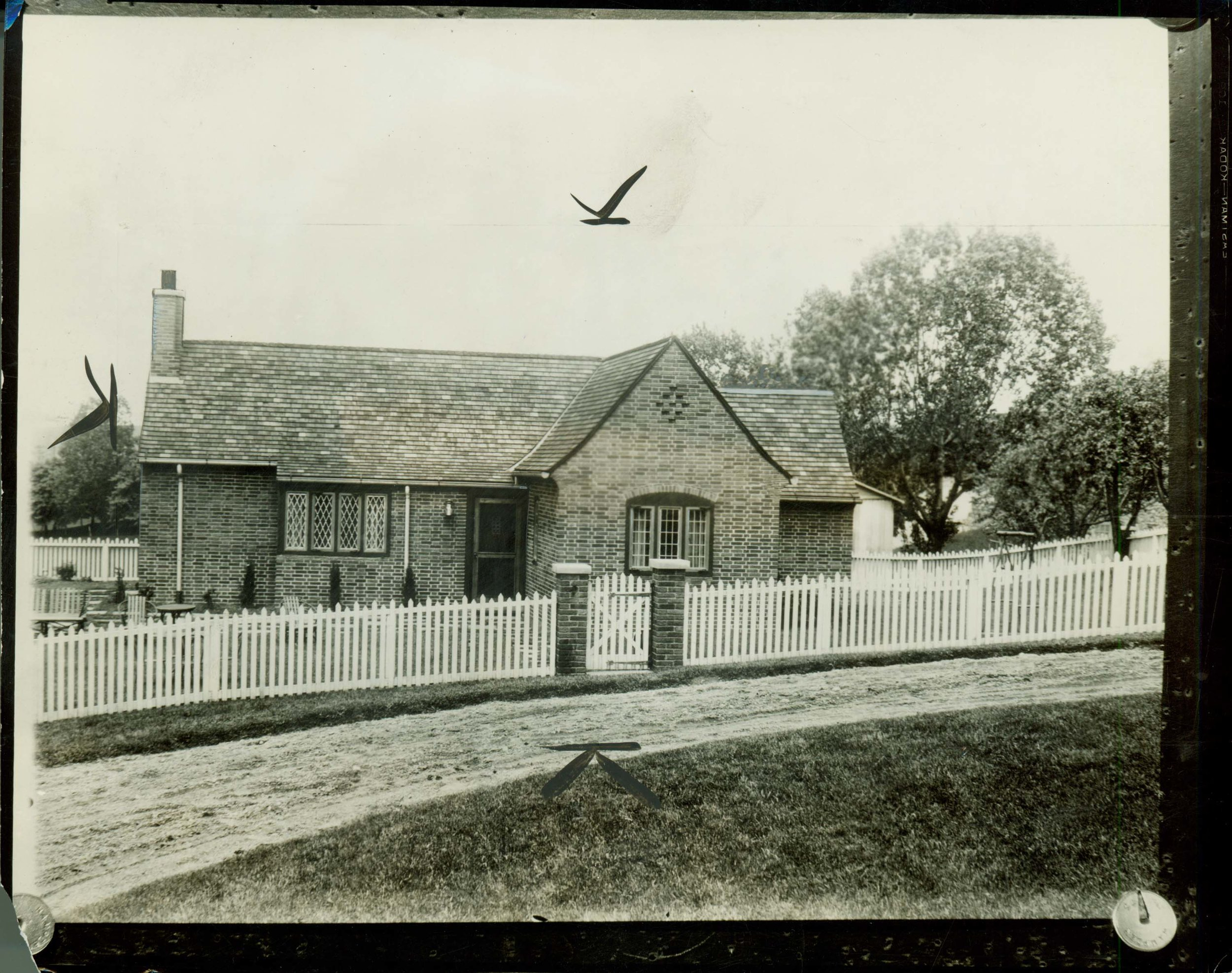 Figure 1. Knole Cottage (originally called Hilltop Lodge), on the grounds Meadow Brook Hall, Rochester, Michigan. Exterior, designed by William Kapp of Smith, Hinchman and Grylls, 1926. Photograph courtesy Meadow Brook Hall Archives.