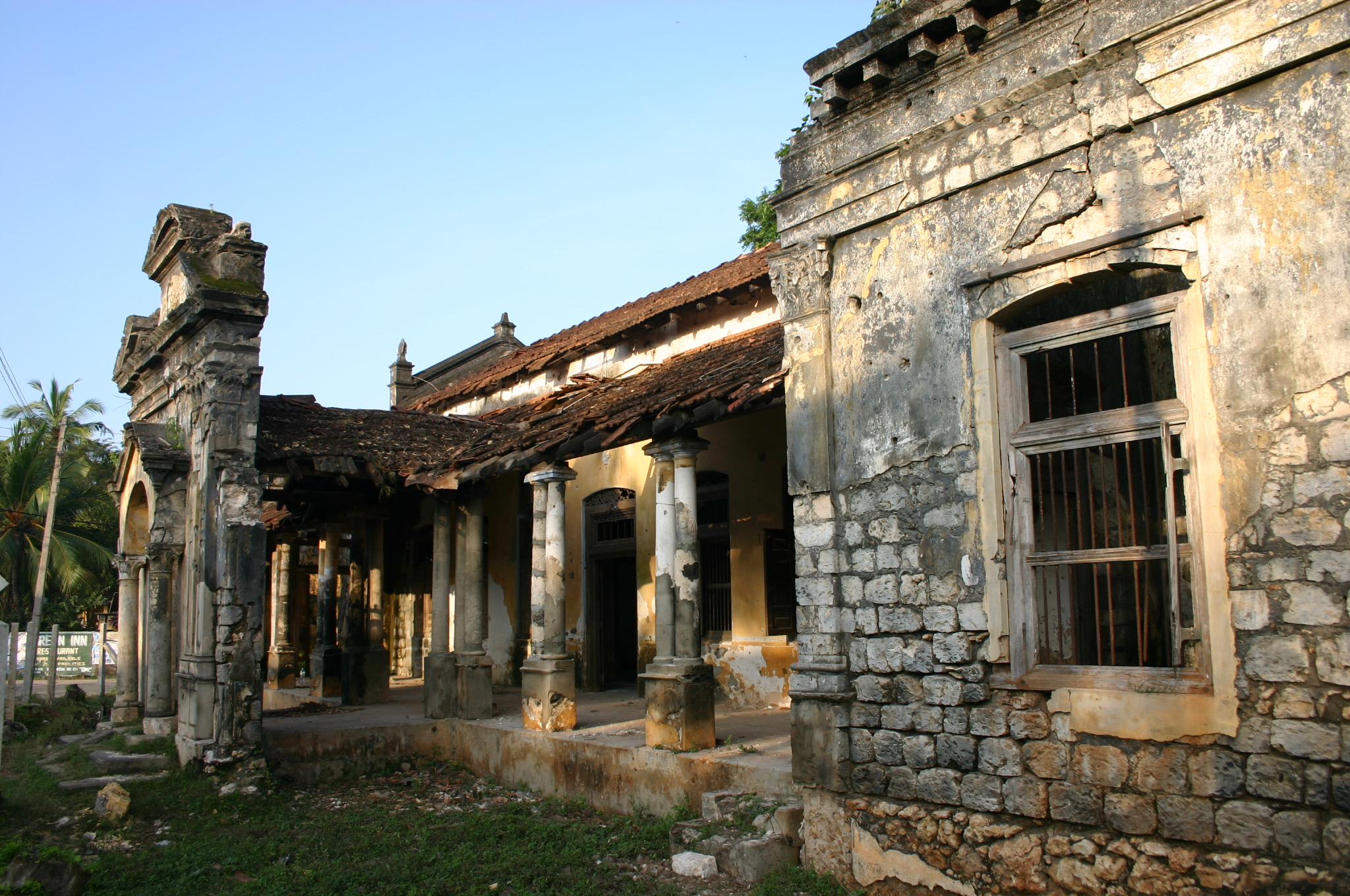 Figure 1. An abandoned house on Kandy Road, Jaffna, Sri Lanka. This place testifies to the violence that affected northern Sri Lanka during three decades of bitter civil war between government forces and Tamil separatists, where buildings became hostages and victims. Photograph by Anoma Pieris, 2010.