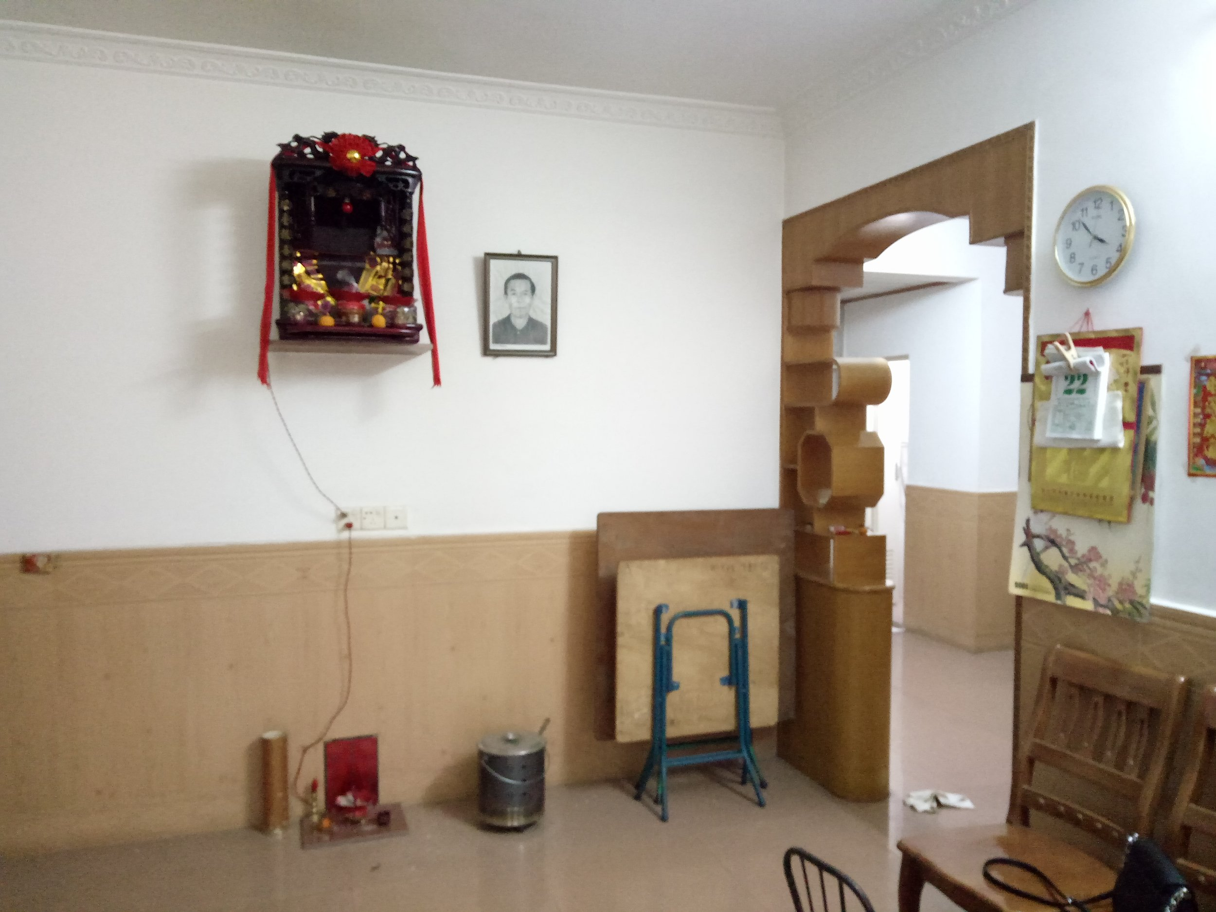 Figure 4. Spirit tablet in the new house. Photograph by JiaJun Liu, 2019.