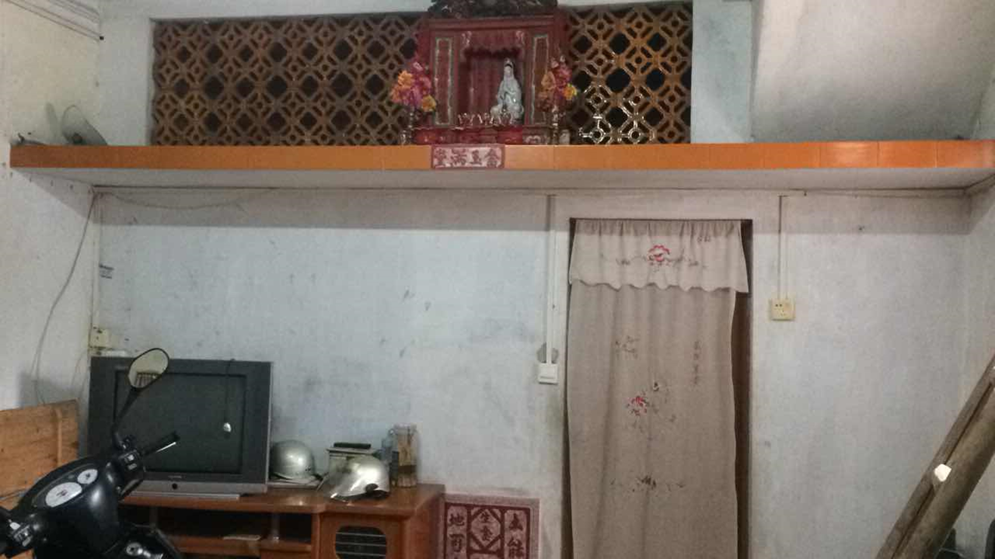 Figure 3. Spirit tablet in the old house. Photograph by JiaJun Liu, 2019.