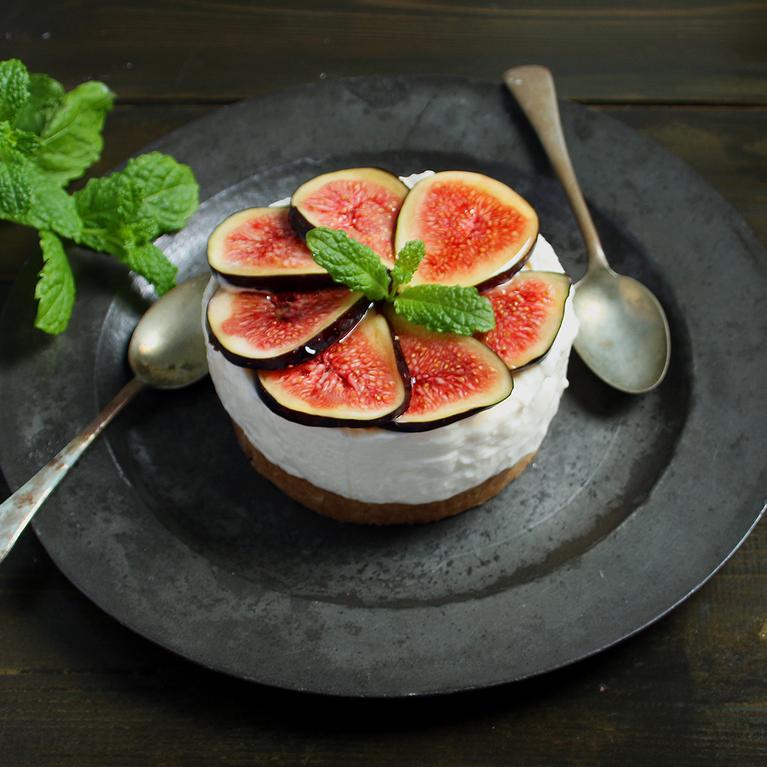 cheesecake with figs to share