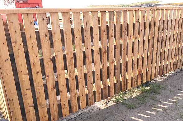 custom-wood-fence.jpg