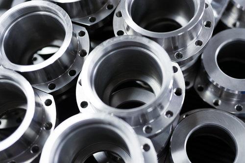 MAQUINADO - Fabricamos piezas maquinadas sencillas y complejas, ya sea por grandes volúmenes o por unidad.