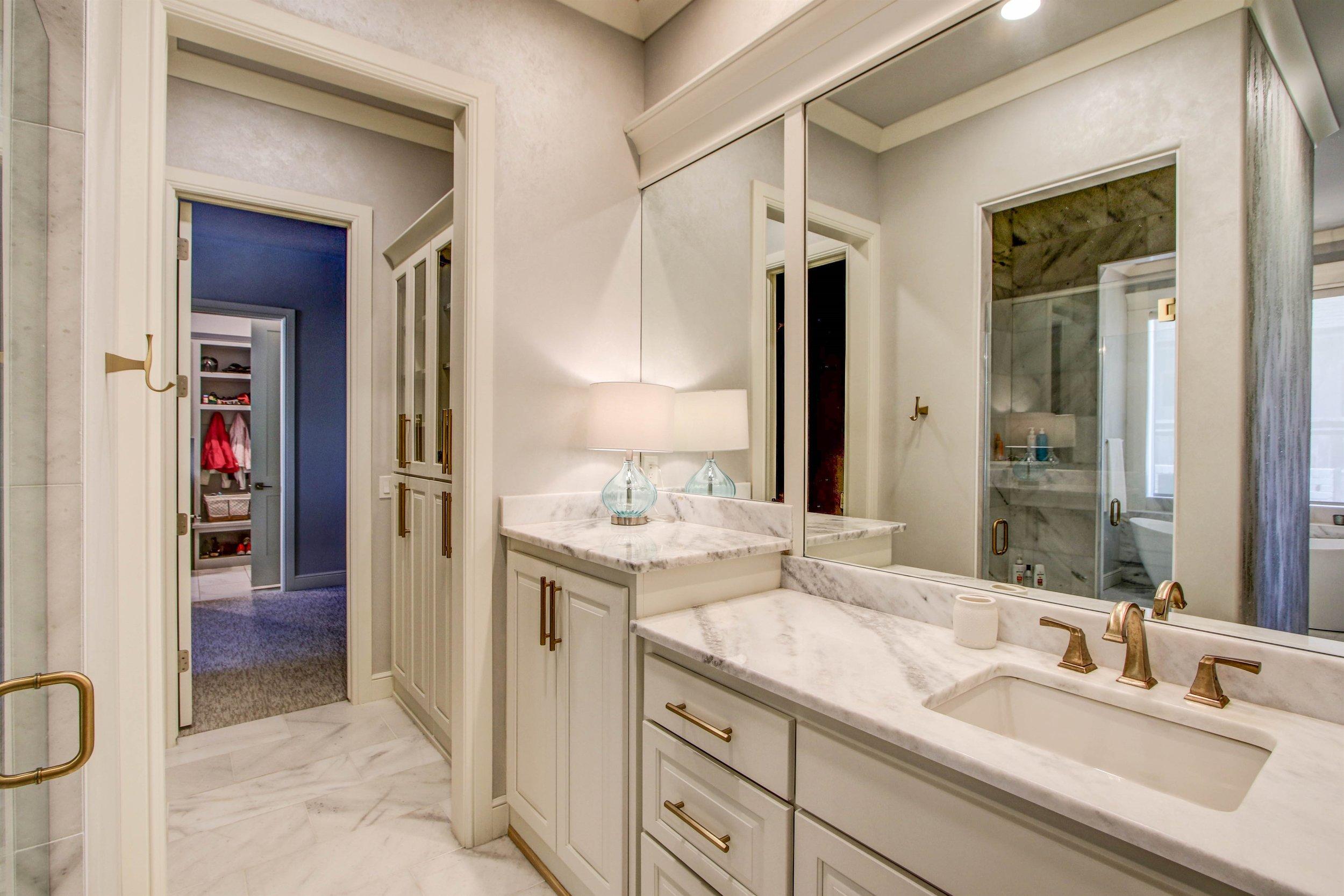 014_Master Bathroom.jpg