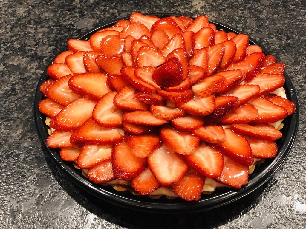Strawbery creme patisserie tart.jpg