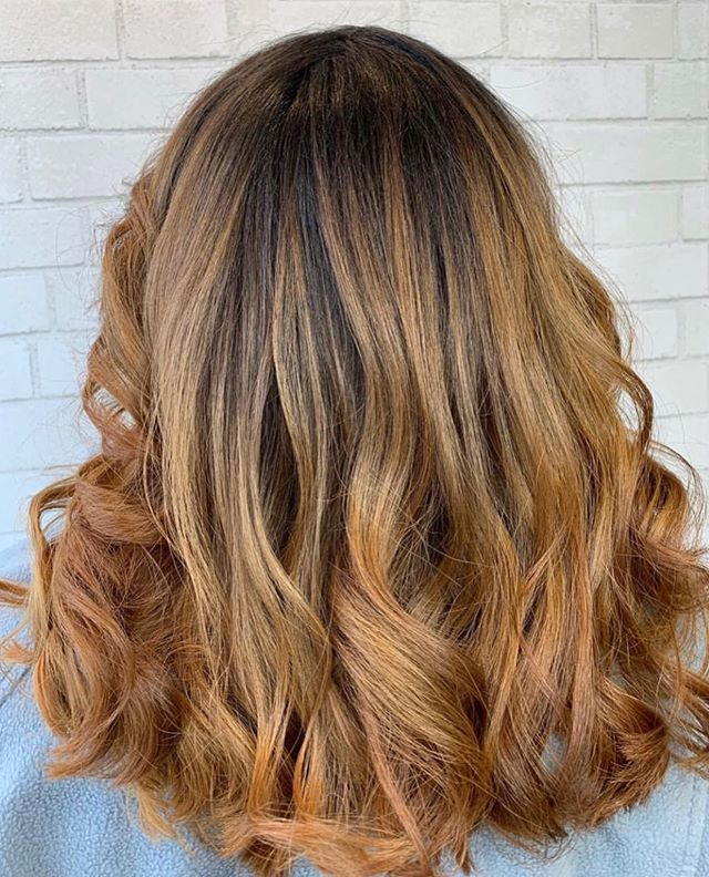 Summer is almost here, let's change it up a bit 💇🏻‍♀️ __ ✨Work by ~ Amanda 👩🏼‍🎨Style ~ Balayage 📲 Swipe to see more‼️ ___ #MiiVibes #WeekendReady🔥 #Hairculture _______ Hi loves, be sure to follow our second location @salonmii2.0 show some #MiiLove, have a great weekend‼️ . . . 📲For booking and Questions 👩🏼‍💻 Call 978 655 4364 Or DM Us.  _______________________________________ ⚡️See more on our Insta Stories 📖 _______________________________________