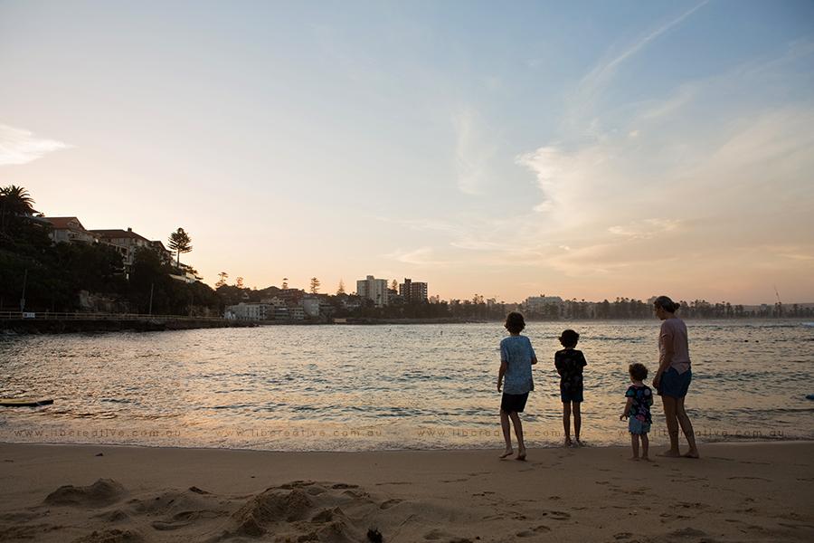 Lib-Creative-beach-family-silhouette.jpg