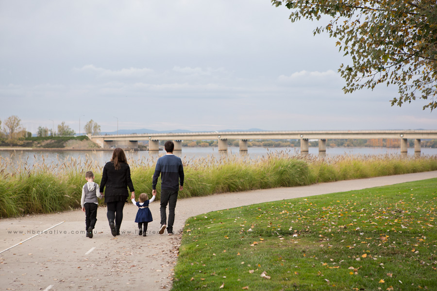 Lib-creative-family-walk-lake-burley.jpg