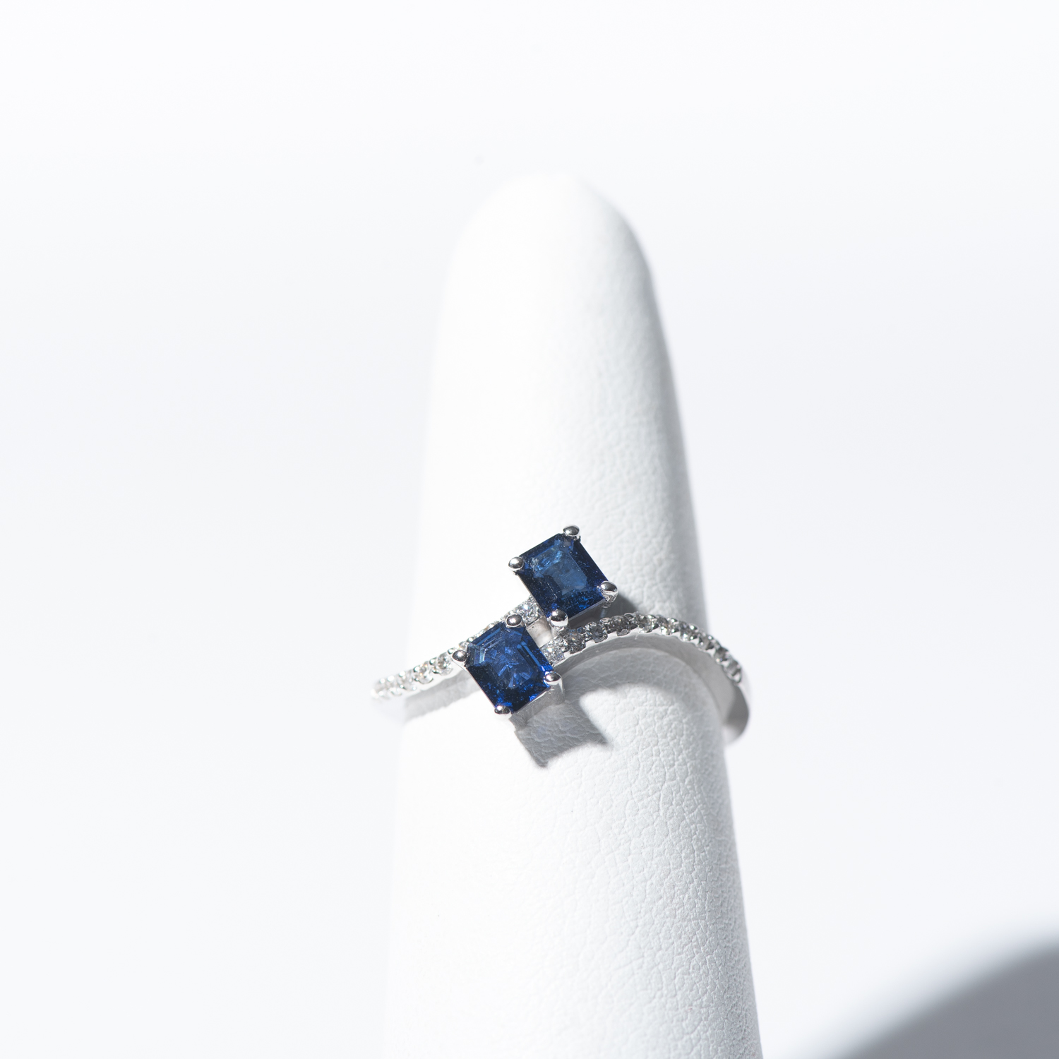 Design Nineteen. - 14K White Gold Sapphire and Diamond Ring