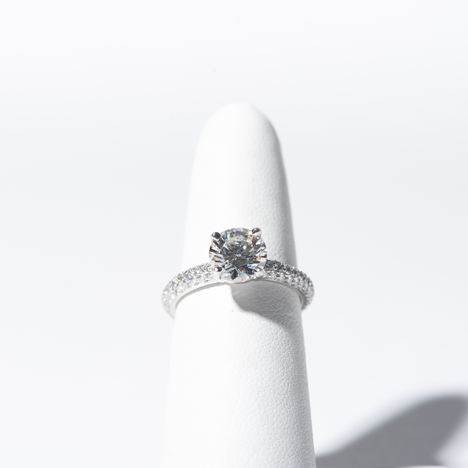 Design Thirty Two. - Engagement Ring Sample - D, SI1, 1.01CT